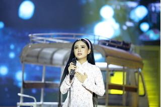 Phi Nhung lần đầu tiên khen con gái hát hay