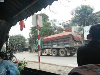 Hà Nội: Xe quá tải tung hoành trên Quốc lộ 1A, cuộc sống người dân bị ảnh hưởng