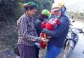 Bắc Giang: Nhóm giáo viên đỡ đẻ cho sản phụ ngay ven đường