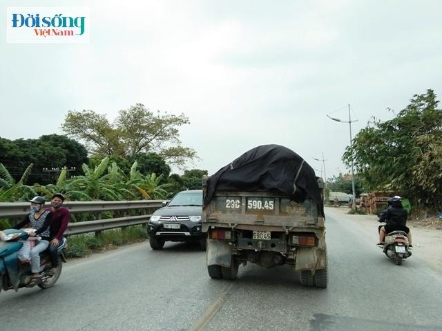 Xe quá tải tung hoành trên Quốc lộ 1A