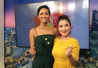 Cát Tường than thở vì Hoa hậu H'Hen Niê tới trường quay trễ 1 tiếng