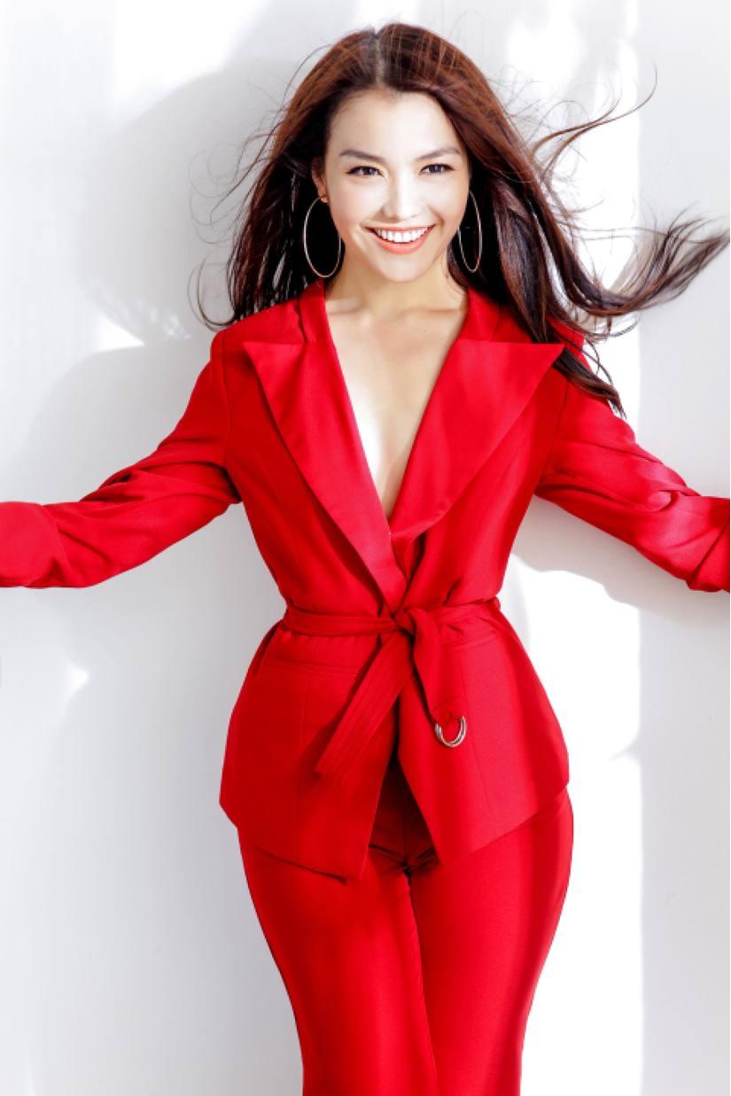 Hồng Kim Hạnh tung bộ ảnh đỏ rực gợi cảm 10