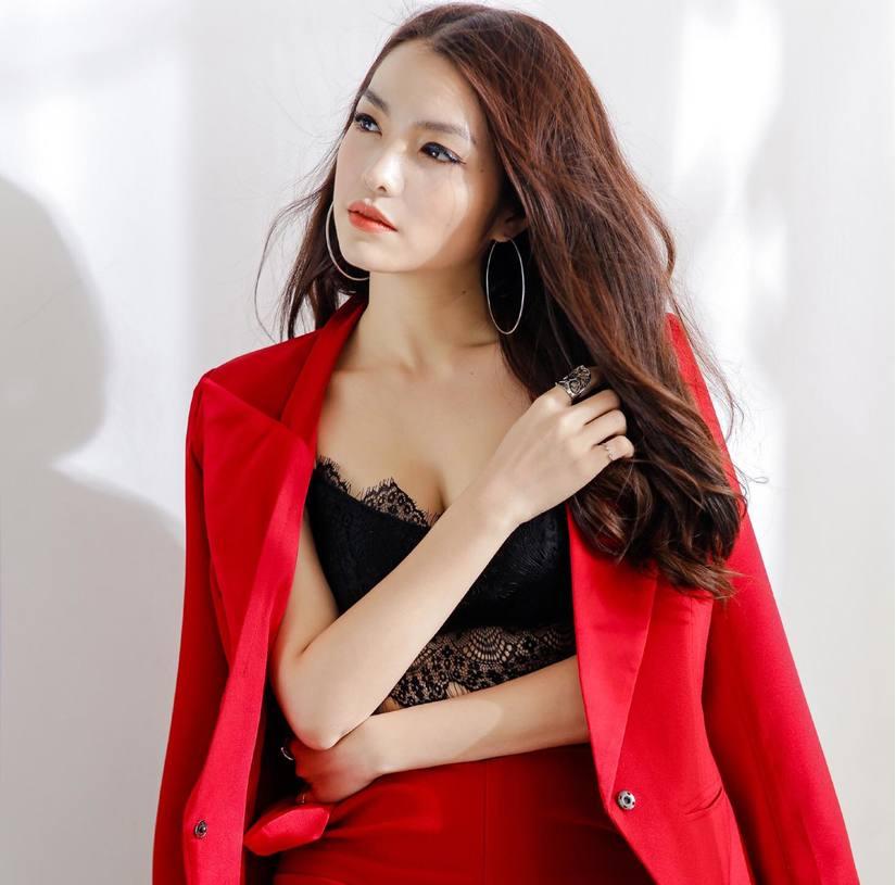 Hồng Kim Hạnh tung bộ ảnh đỏ rực gợi cảm 6