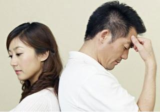 Khuyên chồng không nên tiêu hoang tiền thưởng Tết, vợ bị tát một cú giáng trời