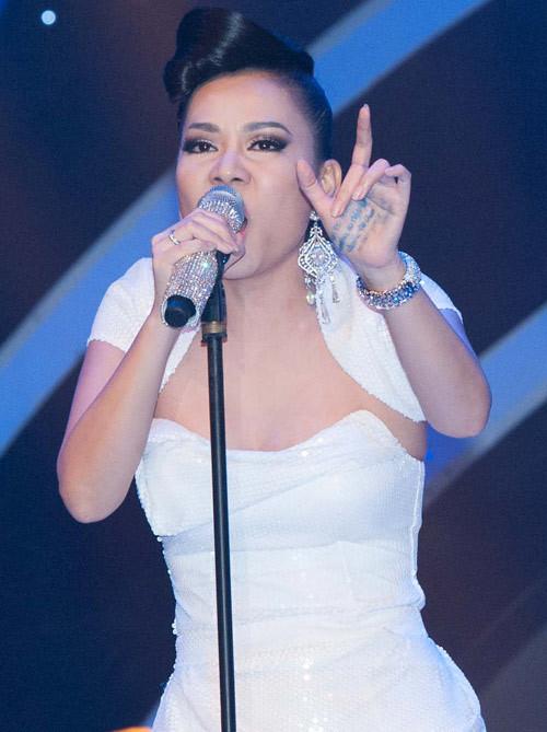 Sao Việt chép ca khúc kín lòng bàn tay khi quên lờ