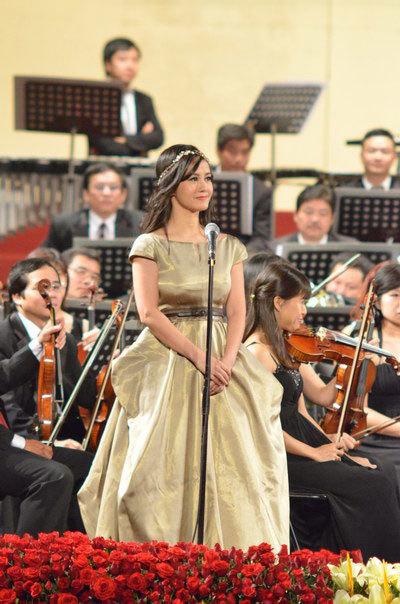 Sao Việt chép ca khúc kín lòng bàn tay khi quên lời