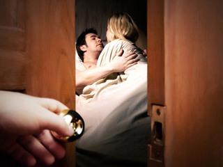 """Hết sức cảnh giác bởi đây là thời điểm """"nhạy cảm"""" khiến đàn ông đi ngoại tình nhất"""