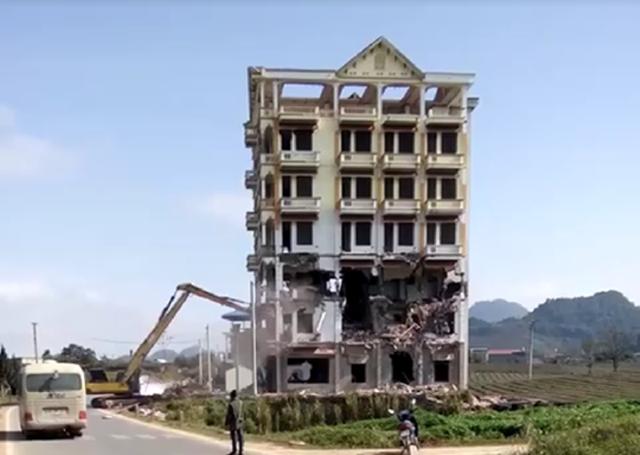 """Tòa """"Keangnam Tây Bắc"""" bị đánh sập hoàn toàn sau một tuần phá hủy 1"""