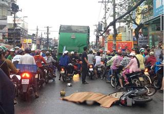 Vừa đổ xăng xong, thanh niên bất ngờ bị xe rác tông tử vong