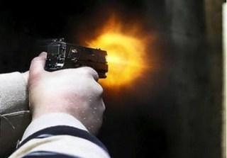 Dùng súng giải quyết mâu thuẫn sau tai nạn, 1 người tử vong