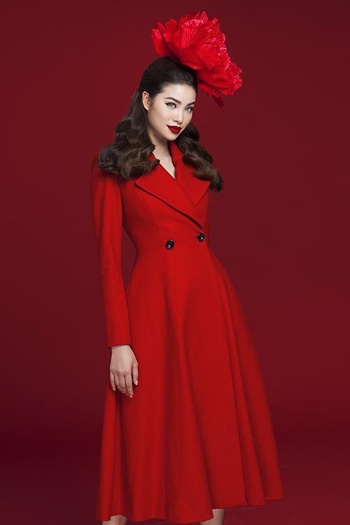 Hoa hậu Phạm Hương rực rỡ kiêu sa trong loạt đầm đỏ 3