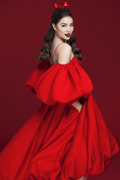 Hoa hậu Phạm Hương rực rỡ kiêu sa trong loạt đầm đỏ 5