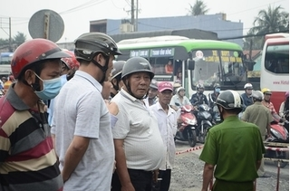 Tài xế vượt ẩu tông trúng xe máy, bà cụ 76 tuổi tử vong tại chỗ
