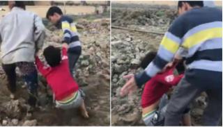 Bắc Ninh: Mời hai mẹ con đánh cháu bé 10 tuổi nghi trộm ngô lên làm việc