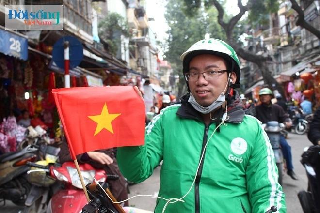 Cờ và áo in hình Quốc kỳ cháy hàng vì U23 Việt Nam 5