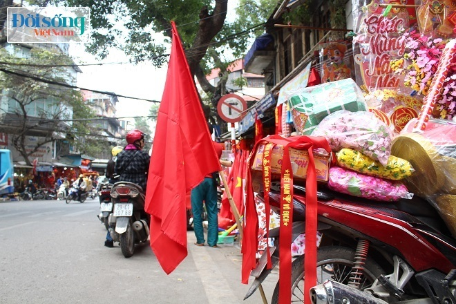 Cờ và áo in hình Quốc kỳ cháy hàng vì U23 Việt Nam 6
