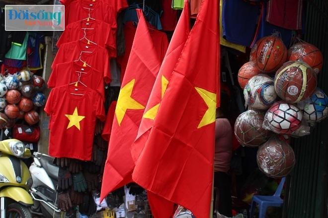 Cờ và áo in hình Quốc kỳ cháy hàng vì U23 Việt Nam 7
