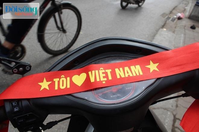 Cờ và áo in hình Quốc kỳ cháy hàng vì U23 Việt Nam 8