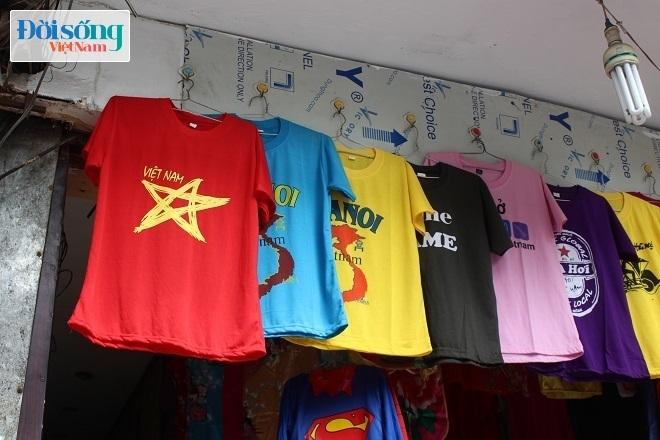 Cờ và áo in hình Quốc kỳ cháy hàng vì U23 Việt Nam 1