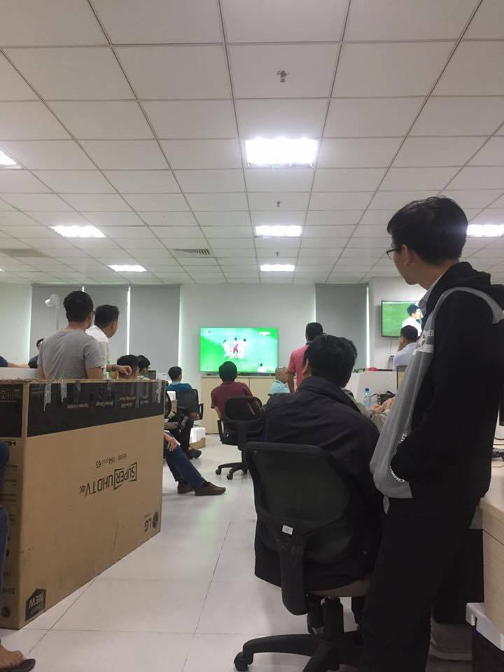 Sinh viên, dân công sở tụ tập xem trận đấu của U23 Việt Nam3