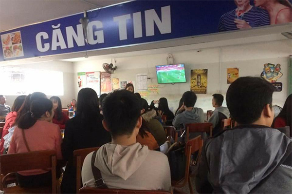 Sinh viên, dân công sở tụ tập xem trận đấu của U23 Việt Nam2