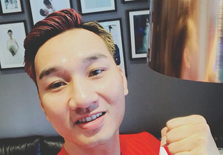 MC Thành Trung thực hiện lời hứa khỏa thân khi đội tuyển Việt Nam chiến thắng