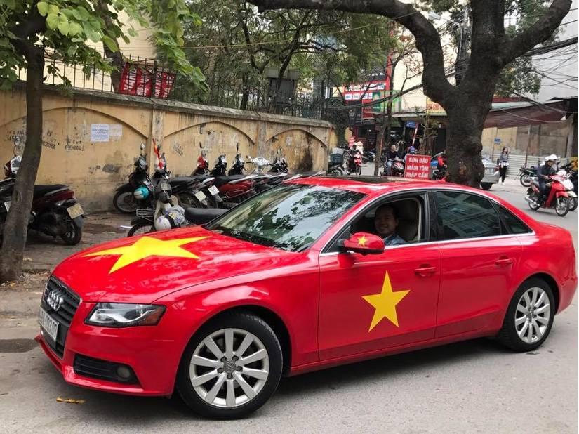 Dàn xe ô tô trang trí ủng hộ U23 Việt Nam vô địch 4