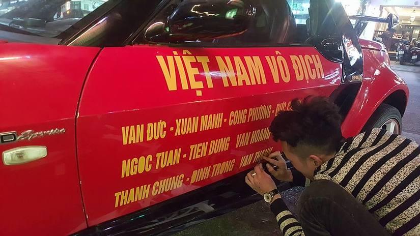 Dàn xe ô tô trang trí ủng hộ U23 Việt Nam vô địch 3