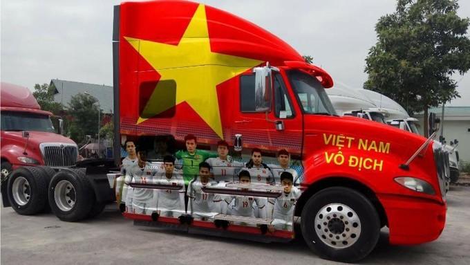 Dàn xe ô tô trang trí ủng hộ U23 Việt Nam vô địch 2