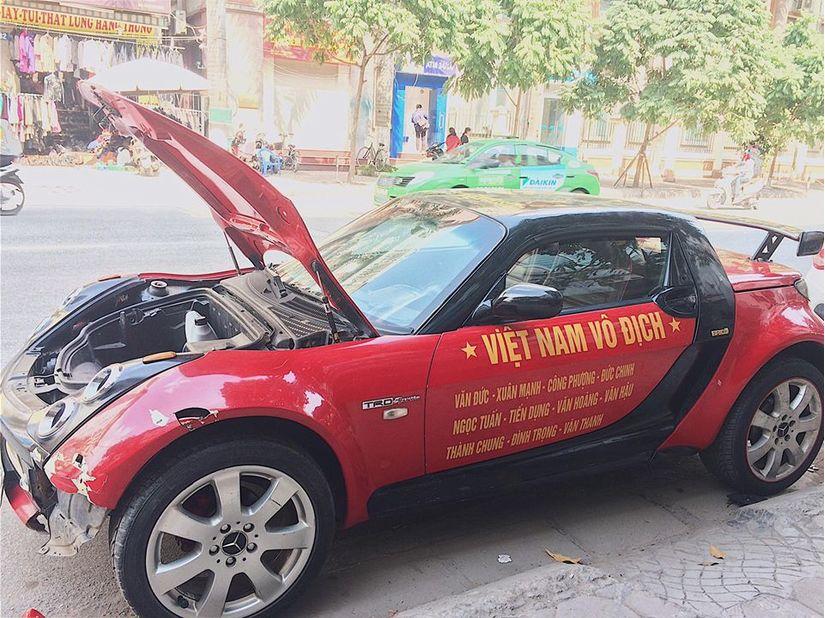 Dàn xe ô tô trang trí ủng hộ U23 Việt Nam vô địch 9