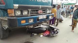 Hai vợ chồng tử vong thương tâm dưới gầm xe ben