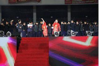 Clip U23 Việt Nam xúc động hát vang Niềm tin chiến thắng cùng 4 vạn CĐV trên sân Mỹ Đình