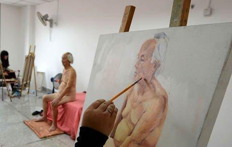 cụ ông 88 tuổi làm người mẫu khỏa thân
