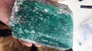 Tìm thấy khối ngọc lục bảo khổng lồ quý hiếm tại Nga