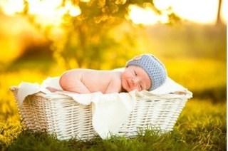 Bí quyết tắm nắng cho trẻ vào mùa đông mà không sợ cảm lạnh