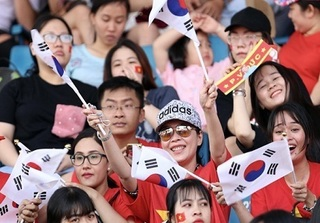 Người hâm mộ TP. HCM cuồng nhiệt đón chào U23 Việt Nam