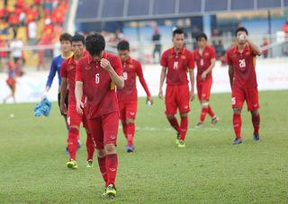 Tiền đạo U23 Việt Nam sang Singapore phẫu thuật