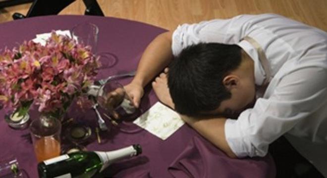 cách phân biệt say rượu và ngộ độc rượu