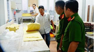 Phát hiện cơ sở sản xuất mì sợi chứa hàn the