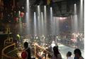 Cảnh sát ập vào quán bar, hàng trăm dân chơi nhốn nháo giấu ma túy
