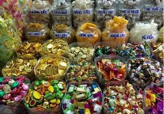 Cục An toàn Thực phẩm hướng dẫn cách chọn bánh kẹo 'chuẩn' dịp Tết