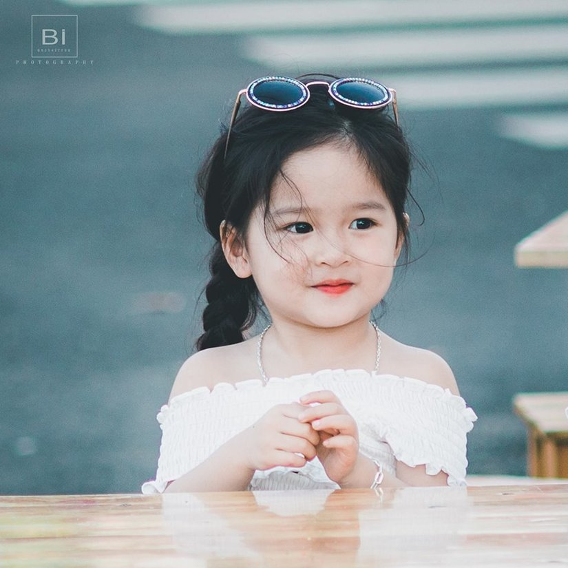 Bé gái 4 tuổi xinh xắn có duyên trong việc kinh doanh của mẹ 9X 3
