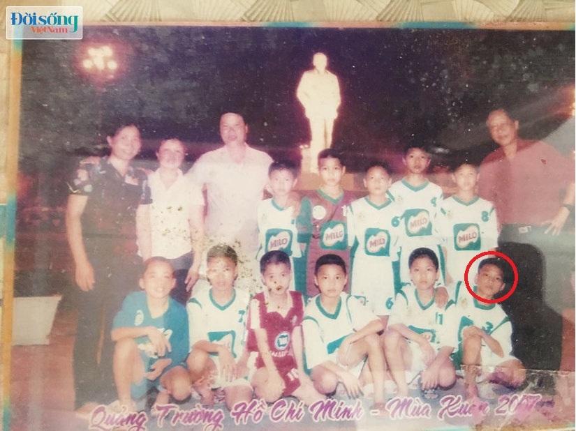 Lộ hình ảnh thời thơ ấu cực đáng yêu của hậu vệ Vũ Văn Thanh5