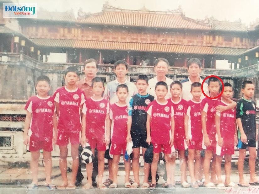 Lộ hình ảnh thời thơ ấu cực đáng yêu của hậu vệ Vũ Văn Thanh7