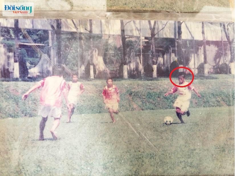 Lộ hình ảnh thời thơ ấu cực đáng yêu của hậu vệ Vũ Văn Thanh9