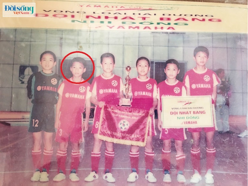 Lộ hình ảnh thời thơ ấu cực đáng yêu của hậu vệ Vũ Văn Thanh10