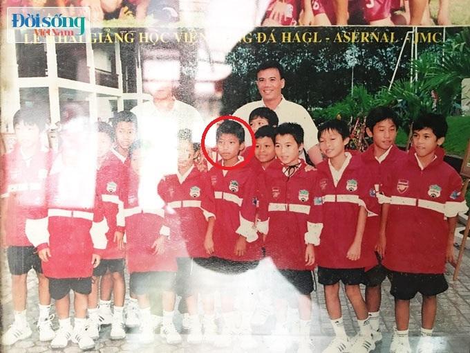 Lộ hình ảnh thời thơ ấu cực đáng yêu của hậu vệ Vũ Văn Thanh11