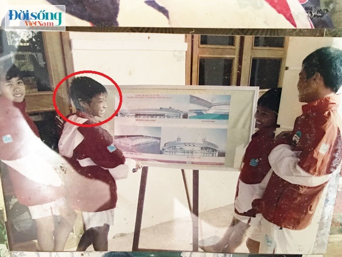 Lộ hình ảnh thời thơ ấu cực đáng yêu của hậu vệ Vũ Văn Thanh14