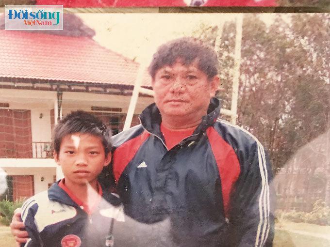 Lộ hình ảnh thời thơ ấu cực đáng yêu của hậu vệ Vũ Văn Thanh15