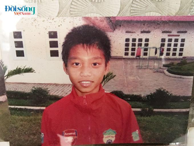 Lộ hình ảnh thời thơ ấu cực đáng yêu của hậu vệ Vũ Văn Thanh16